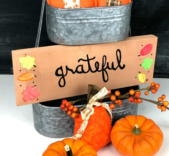 Hand Painted Grateful Sign with Fall leaves by Laura Kelly Designs for Creative Crafts Fall Decor on Creatively Beth Dollar Tree Bandana Pumpkin #creativelybeth